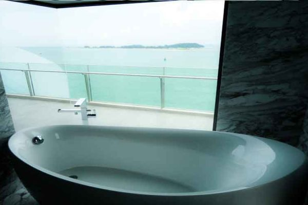 Seascape-sentosa-bathtub