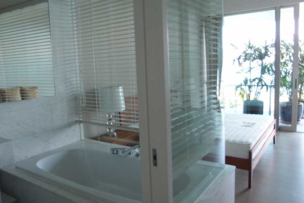 The-Coast-Sentosa-bathtub